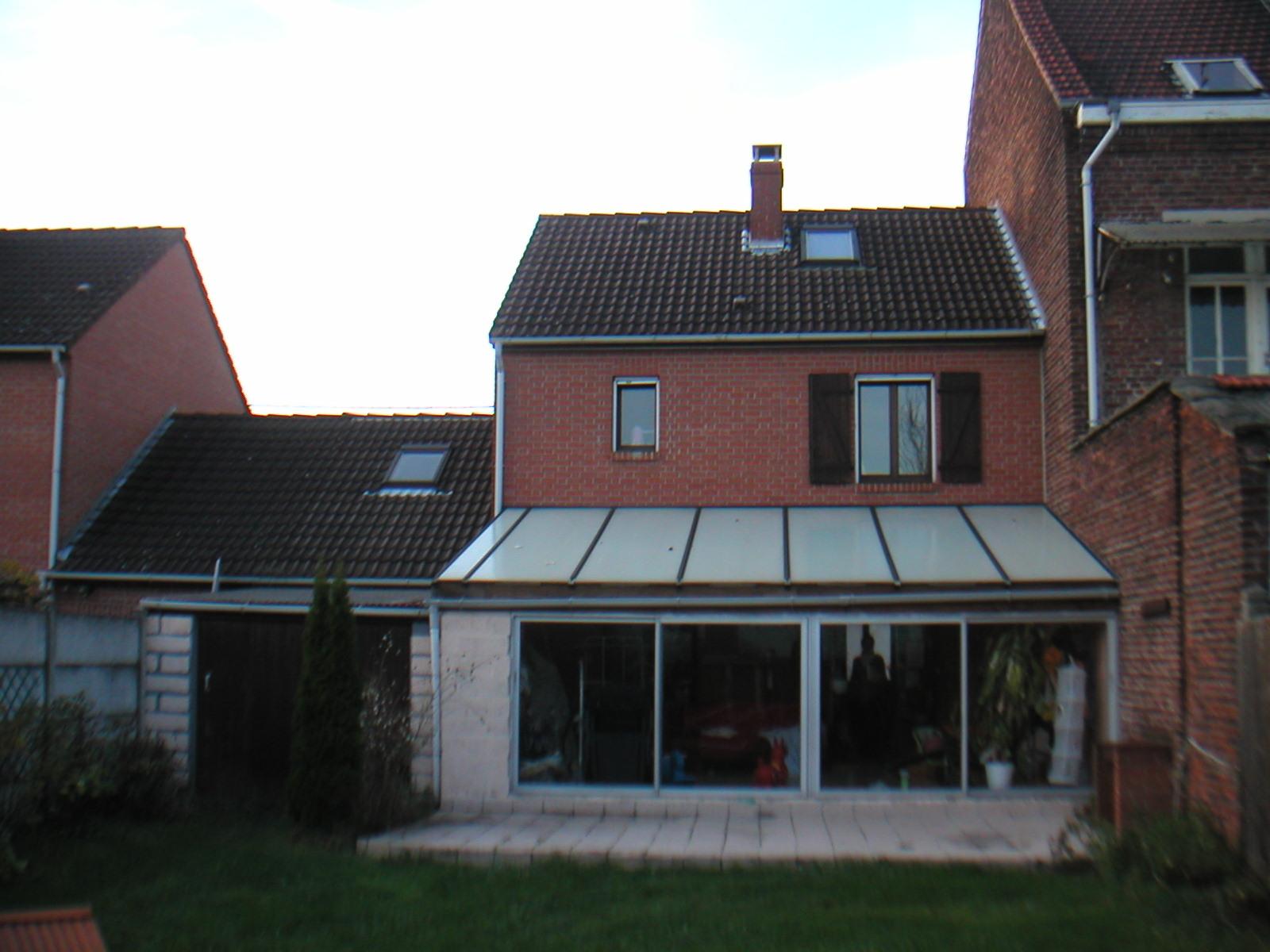 Une extension dans un jardin a z architectes for Petite extension maison